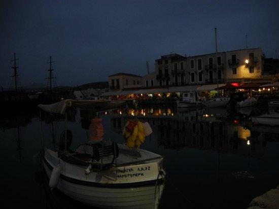 Venetian Harbour: I kvällsljus
