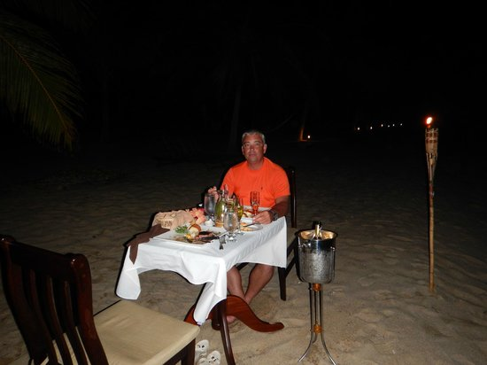 Hamanasi Adventure and Dive Resort: private beach side dinner