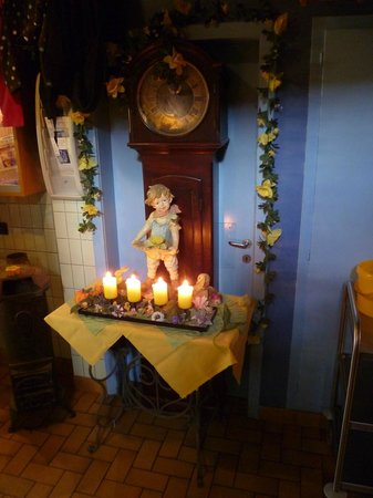 Marli Pinte: Deko im Korridor