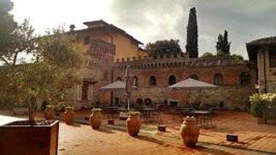 Hotel Villa Campomaggio Resort & Spa : Corte interna