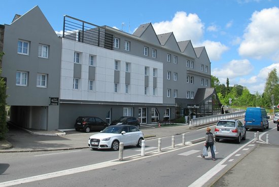 Escale Oceania Vannes: Front of the hotel