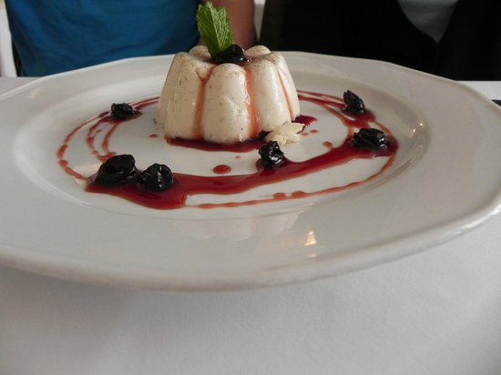 Cafe Bouchon: pudding with white chocolate