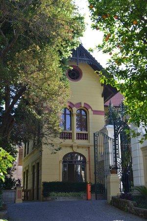 Hotel La Residenza: вход на территорию отелей с улицы