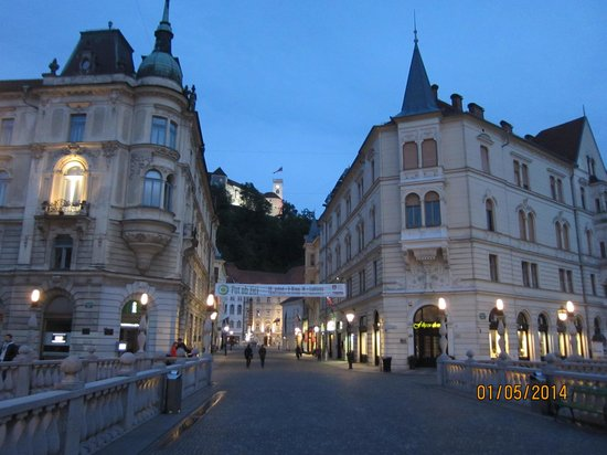 Ljubljana Old Town: Castle in background