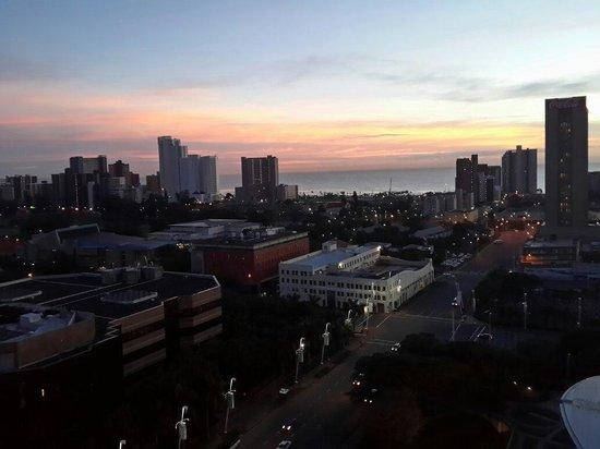 Hilton Durban : По просьбе редакции дополнение к отзыву/вид с  номера на город и океан/.Leonid azimak@gmail.com
