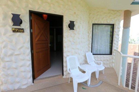Golden Beach Resort: Room entrance