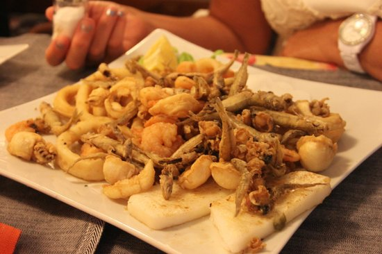 Hawaii: Frittura di calamari,gamberi e pesciolino...