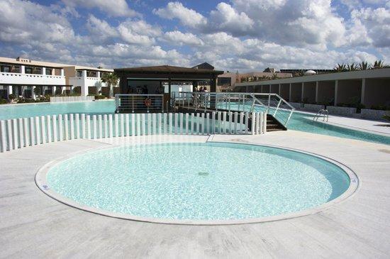 Cavo Spada Luxury Resort & Spa: la piscine pour enfants (non chauffée!)