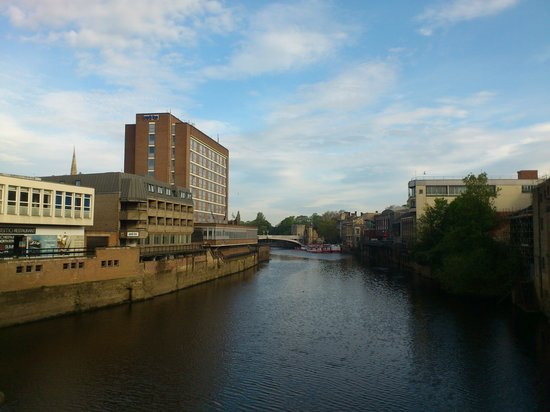 Park Inn by Radisson York: Hotel from the river