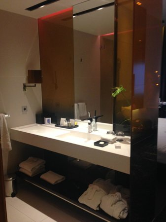Art'otel Amsterdam : Bathroom