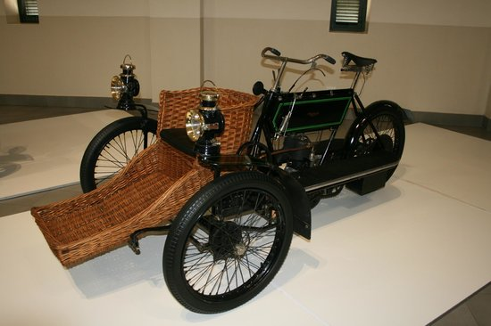 The Franschhoek Motor Museum: Motorised bike with basket for passenger