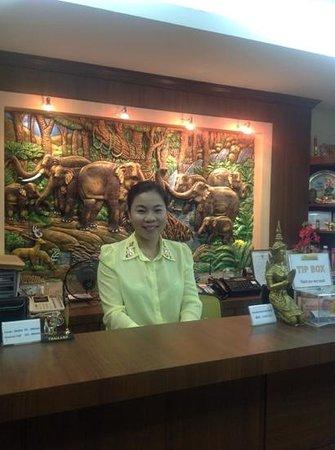 Patong Mansion Hotel: nice stalf