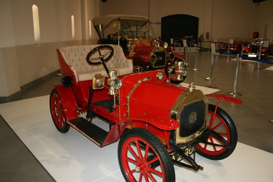The Franschhoek Motor Museum: Red & Classy