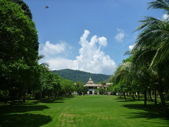 Layana Resort and Spa: The grounds