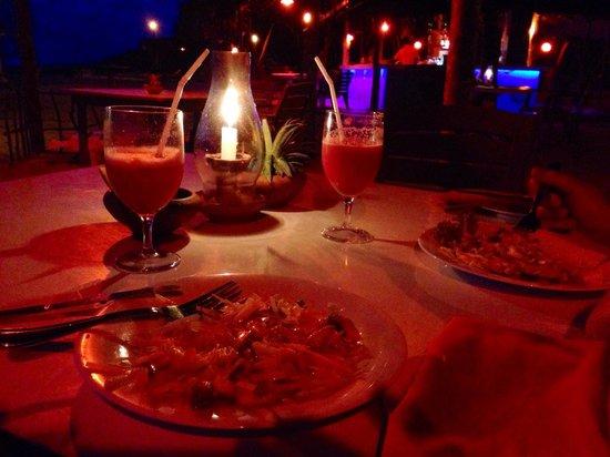 Awanhala Beach Restaurant : Ужин, салаты и арбузовый сок.