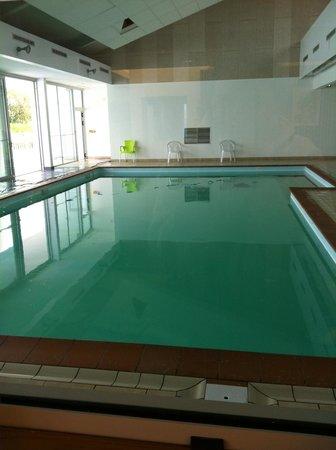 Les Grands Rochers : La piscine intérieure