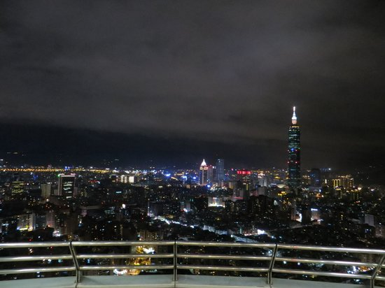 Shangri-La's Far Eastern Plaza Hotel Taipei: view from the roof