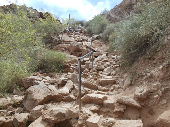 Rocky entrance to cholla trailhead