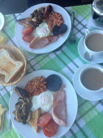 Shoreline Guest House: Lovely breakfast