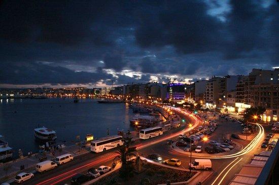Sliema Marina Hotel : Вид из номера на 4-ом этаже отеля