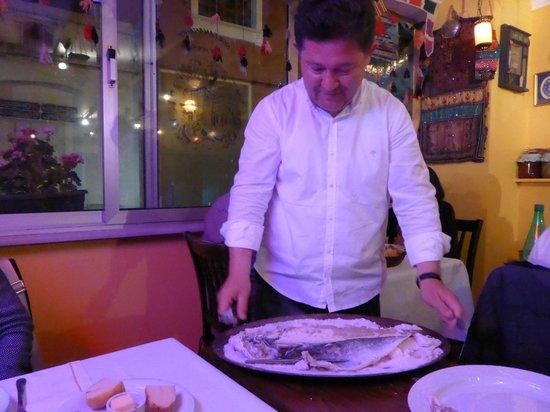 Sultanahmet Fish House : Il titolare ci ha preparato la spigola