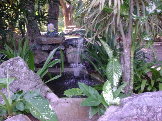 Enchanted Garden Inn: The Inns' Fountain