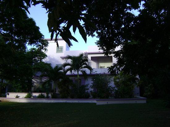Enchanted Garden Inn: Main Building - apartments for families