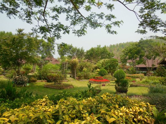 Maekok River Village Resort: Gardens