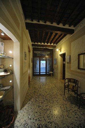 Hotel Giulia Gonzaga: INGRESSO SECONDARIO