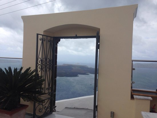 Anteliz Suites: View going out the entrance from Anteliz. Stormy but still beautiful!!