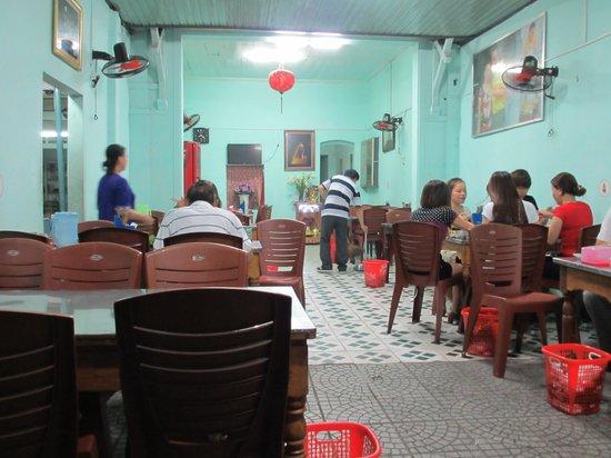 Hanh Restaurant : Inside the restaurant