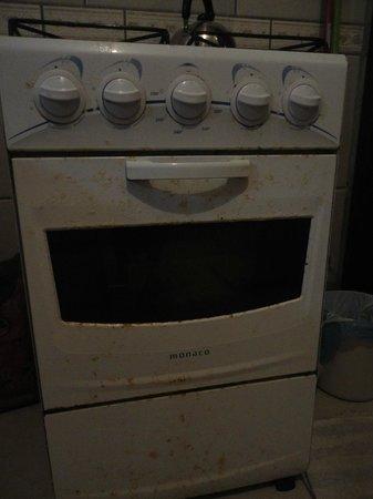 Apartamentos Ancora: Mal estado de la cocina