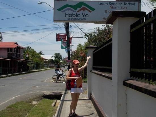 Habla Ya Spanischschule, Campus Bocas del Toro: outside the school