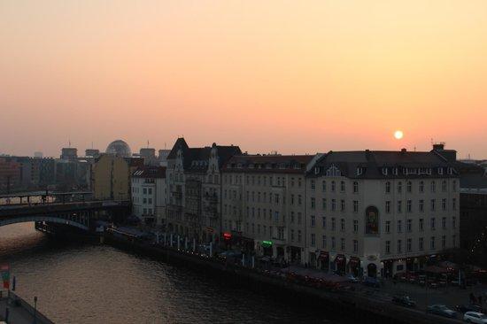 Meliá Berlin : Sunset Views from Premium Room