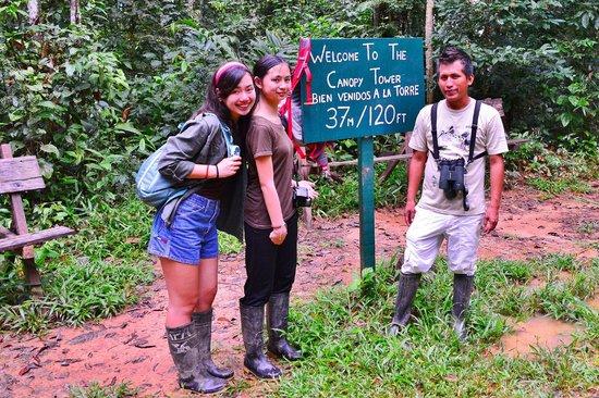 Posada Amazonas : the girls and our guid Armando