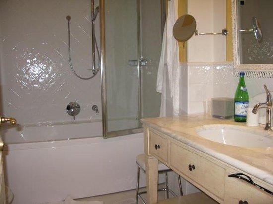 Park Hotel Villa Belvedere: Badezimmer Mit Whirlpool