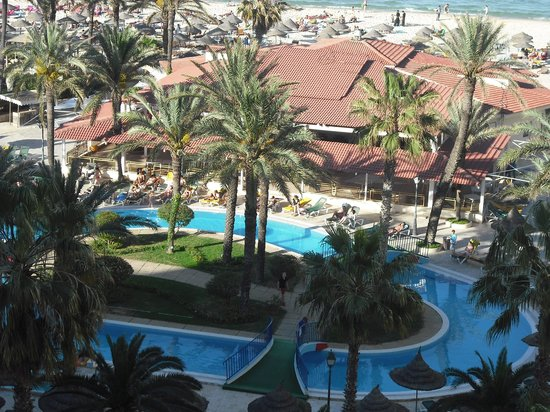 Riadh Palms Hotel: overlooking the pool