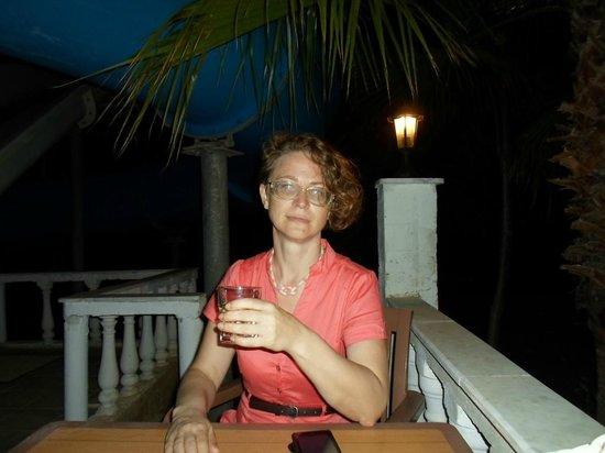 Rheme Beach: После жаркого дня так приятно посидеть в баре...