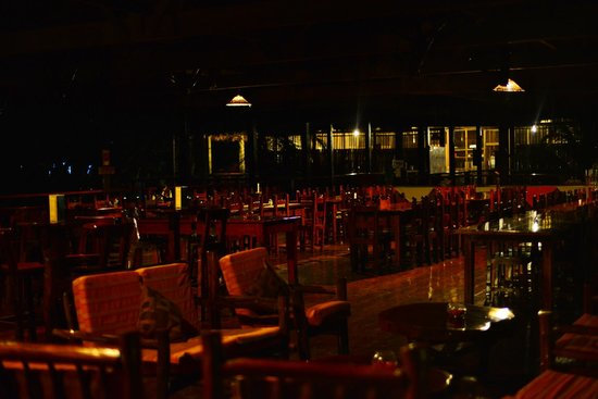 Posada Amazonas : the dining room after the lights go out