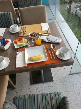 Novotel Bangkok IMPACT: Breakfast buffet