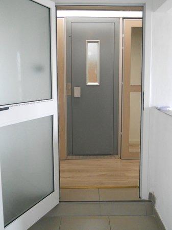 Tuscany Dreaming: l'ascensore che con la chiave porta direttamente al b&b