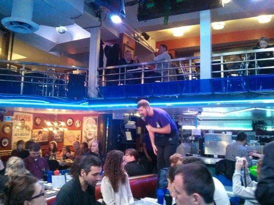 Ellen's Stardust Diner : Show