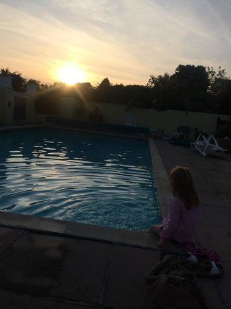 The Cimon : Sunset by the pool