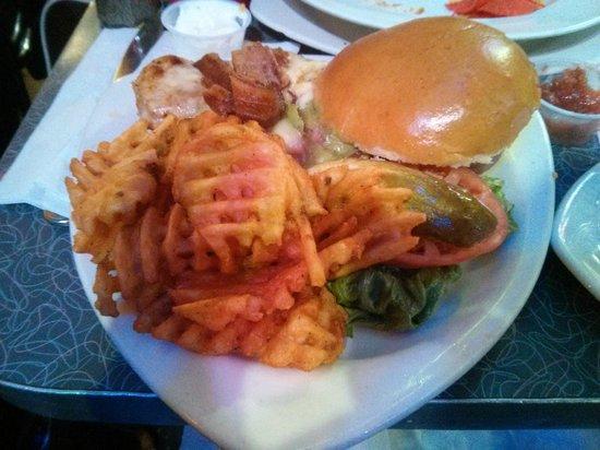 Ellen's Stardust Diner : Jumbo Sandwich