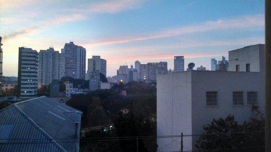 Cardim Plaza Hotel: Vista dos quartos com vista para a avenida principal