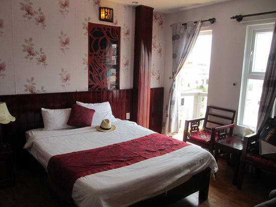Hong Thien Hotel 1: Great room with balcony overlooking pool