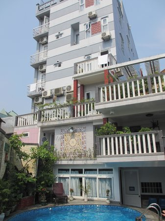 Hong Thien Hotel 1: Back of hotel