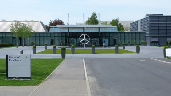 Mercedes benz factory plant tour sindelfingen aktuelle for Mercedes benz plant salary