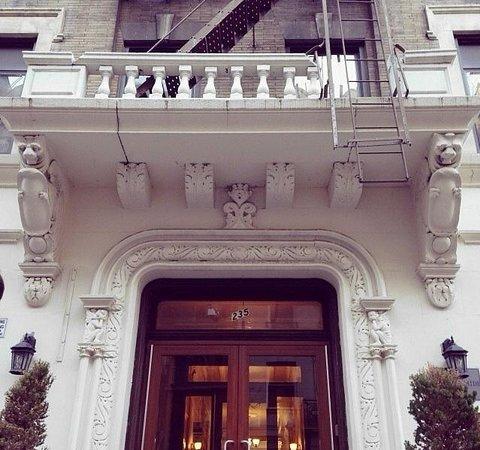Morningside Inn: Вход