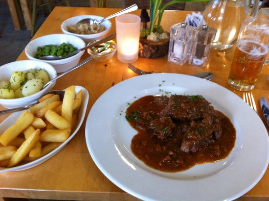 Stags Pavilion: Hauptgang: Rindfleisch in Rotweinsauce